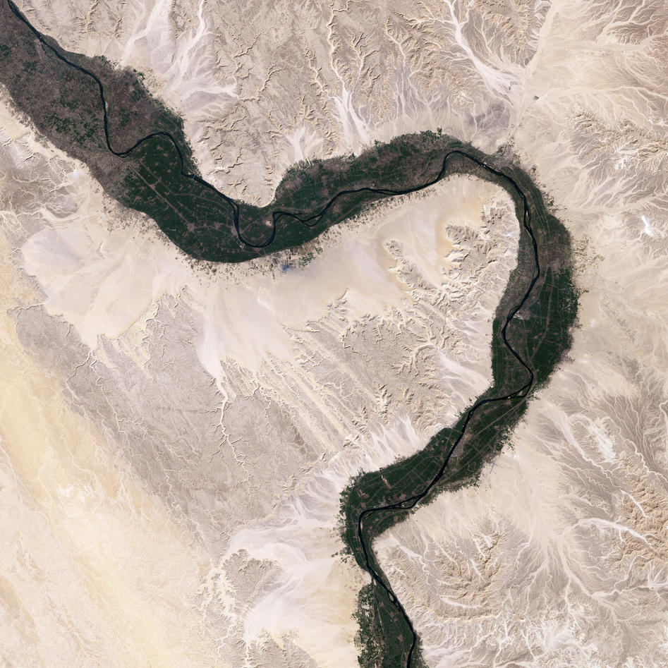 Image of a bend in the River Nile north of Lake Nasser.