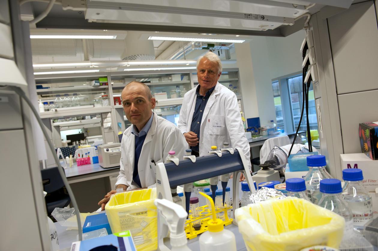 Lønning og Knappskog på laboratoriet