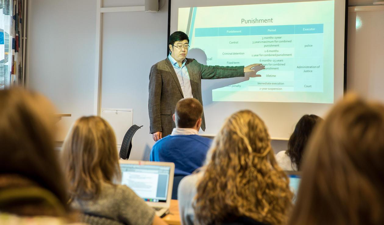 Hongjie Man holder forelesning