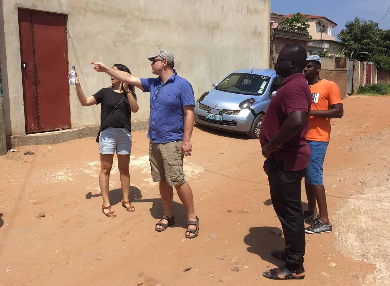 Professor Bjørn Enge Bertelsen and researchers in the Urban Enclaving Futures project doing field work in the streets of Maputo on January 2019.