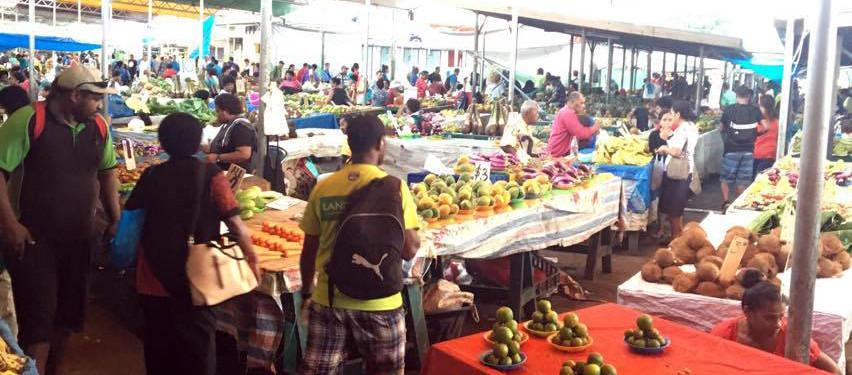 Godt utvalg: grønnsaksmarkedet i Suva vert flittig besøkt.