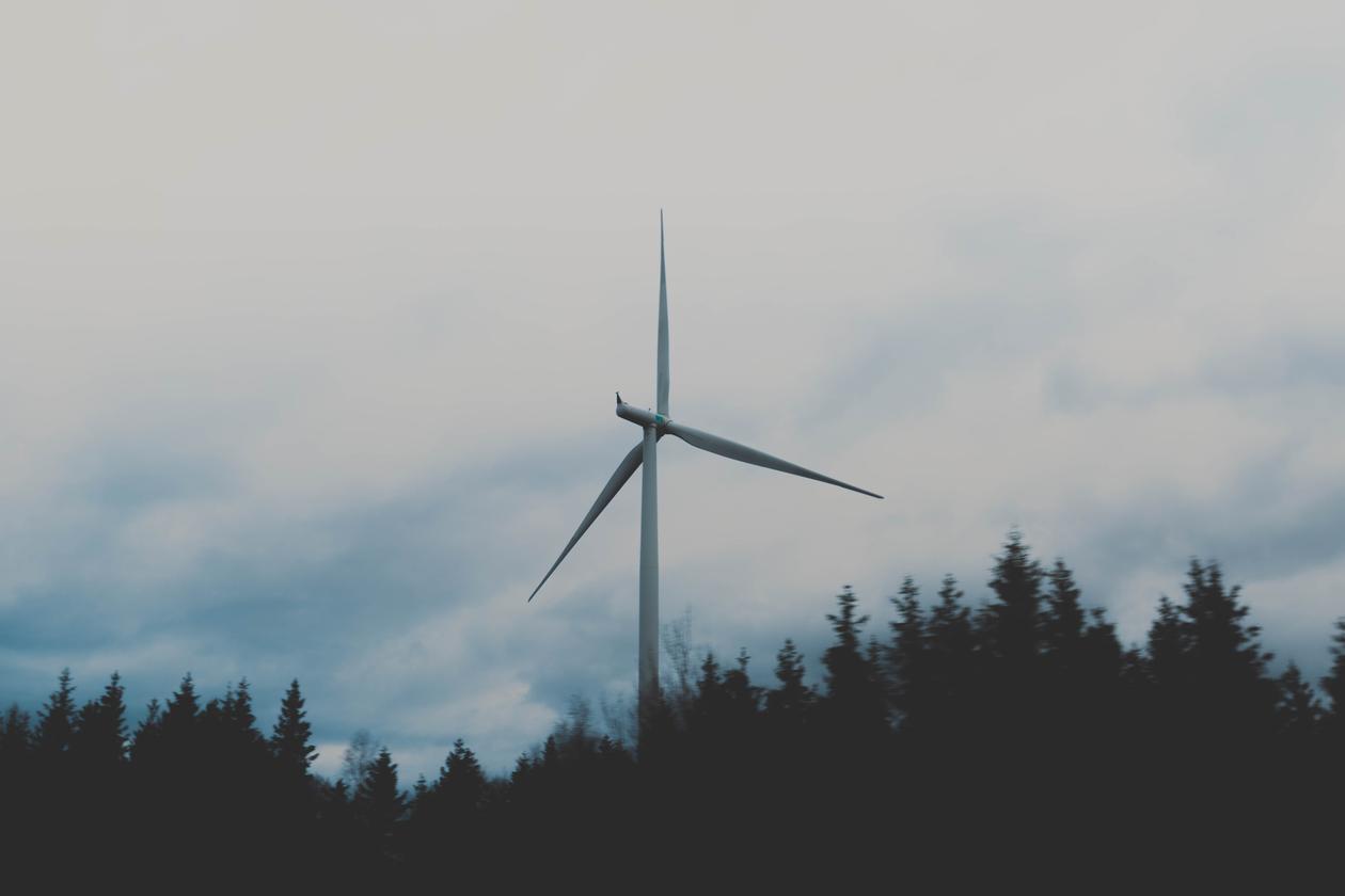 bilde av en vindkraftturbin