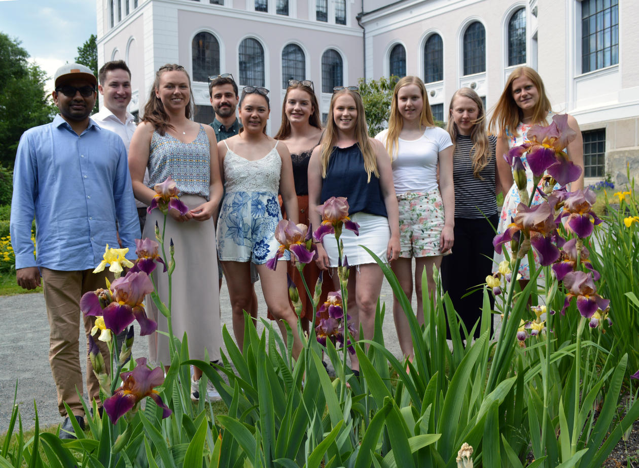 Master students in the Museum Garden.