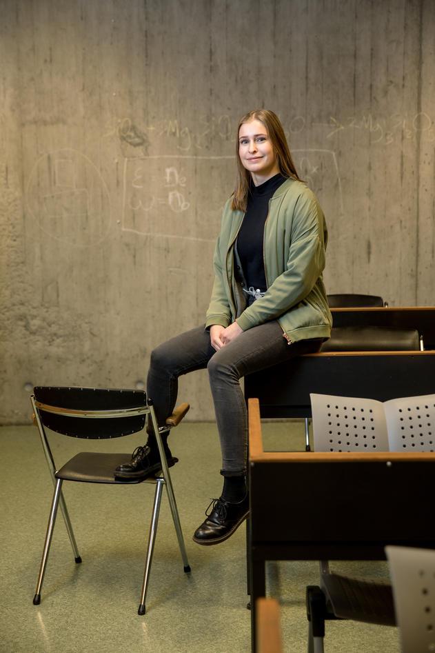 Dina Hauge forteller hvordan det er å studere realfag