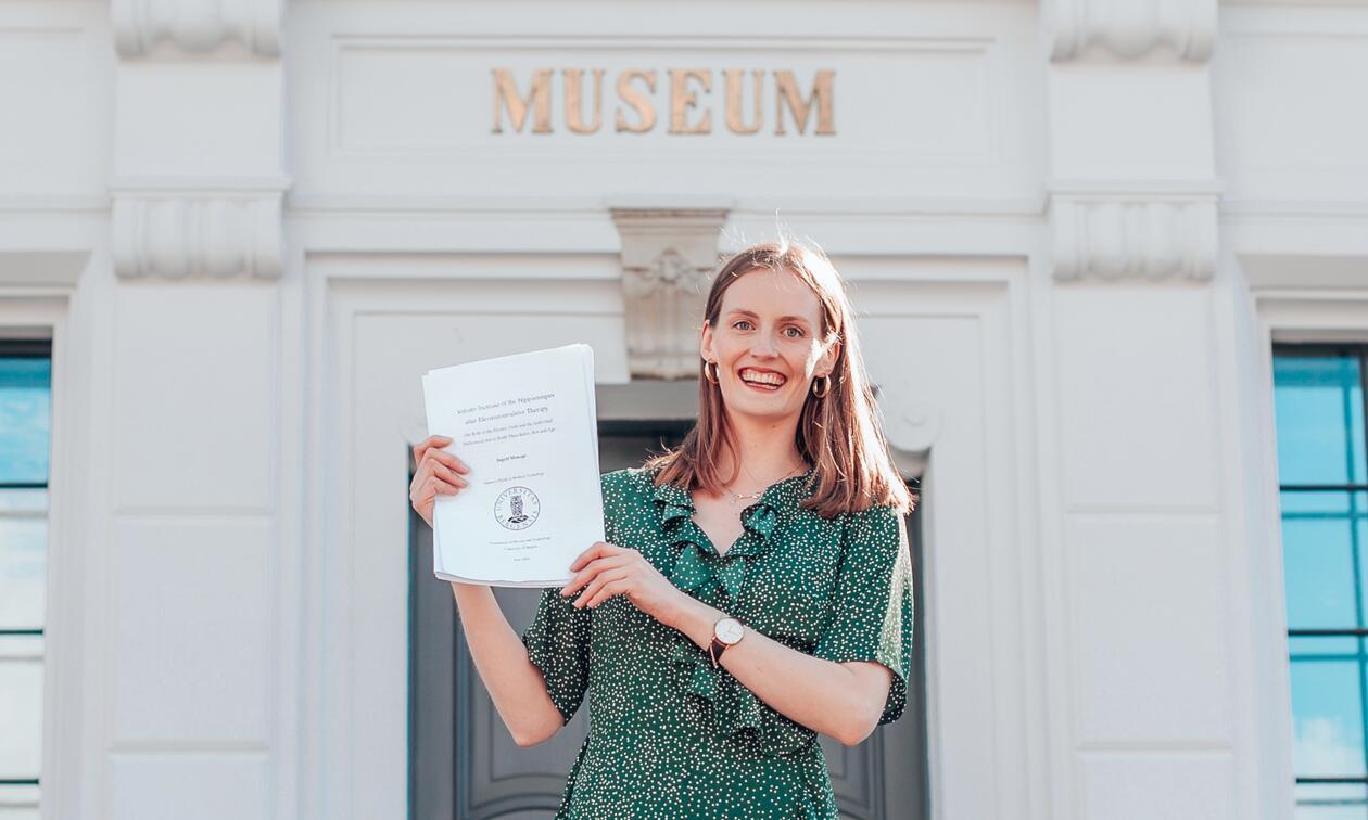Ingrid Mossige er den første siviliingeniøren frå UiB sitt studie Medisinsk teknologi.