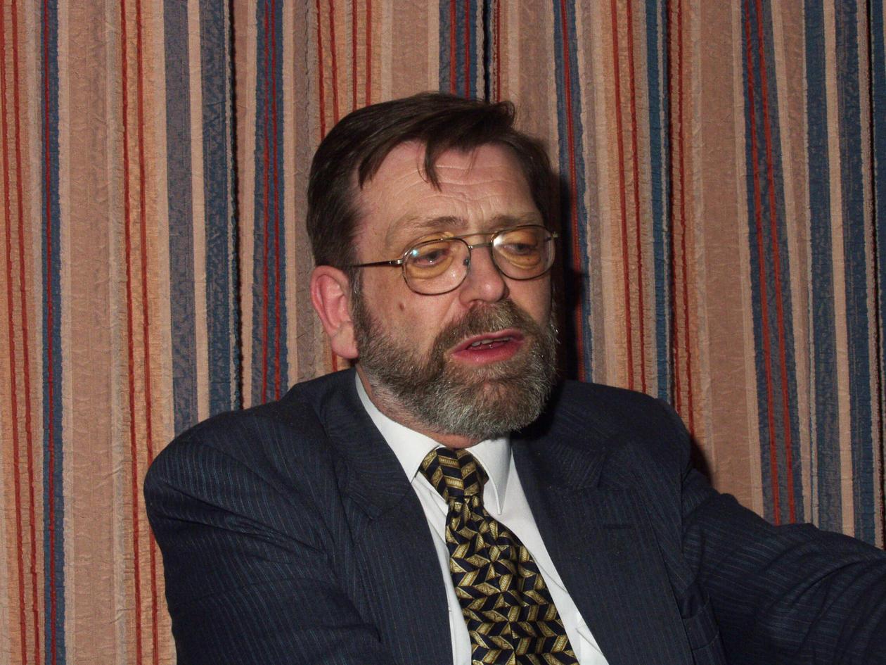 Frank Aarebrot da han i 2000 sammen med Jostein Gripsrud vant Meltzerfondets pris for fremragende forskningsformidling.