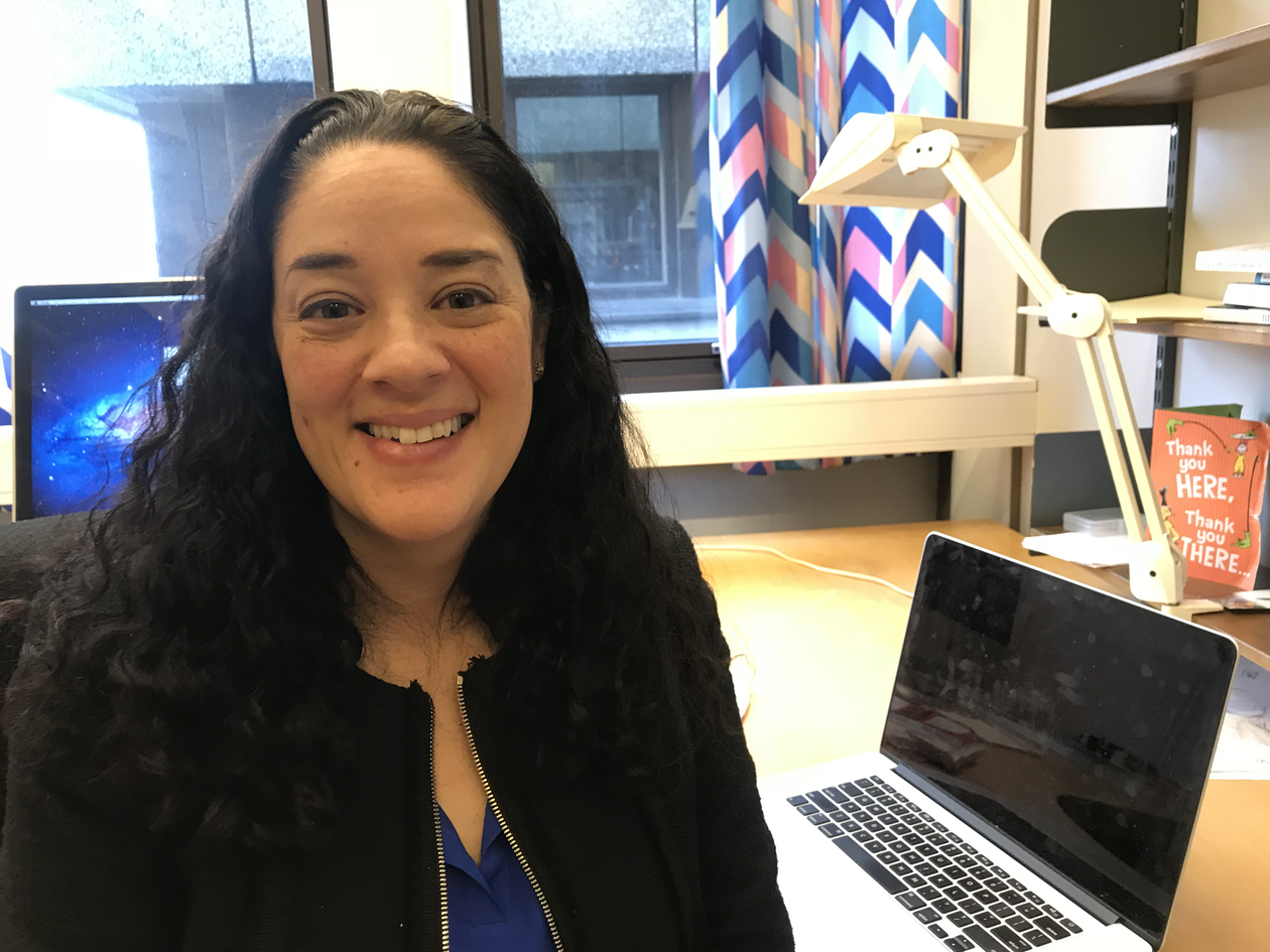 Photo of Mia Zamora in her office at UiB