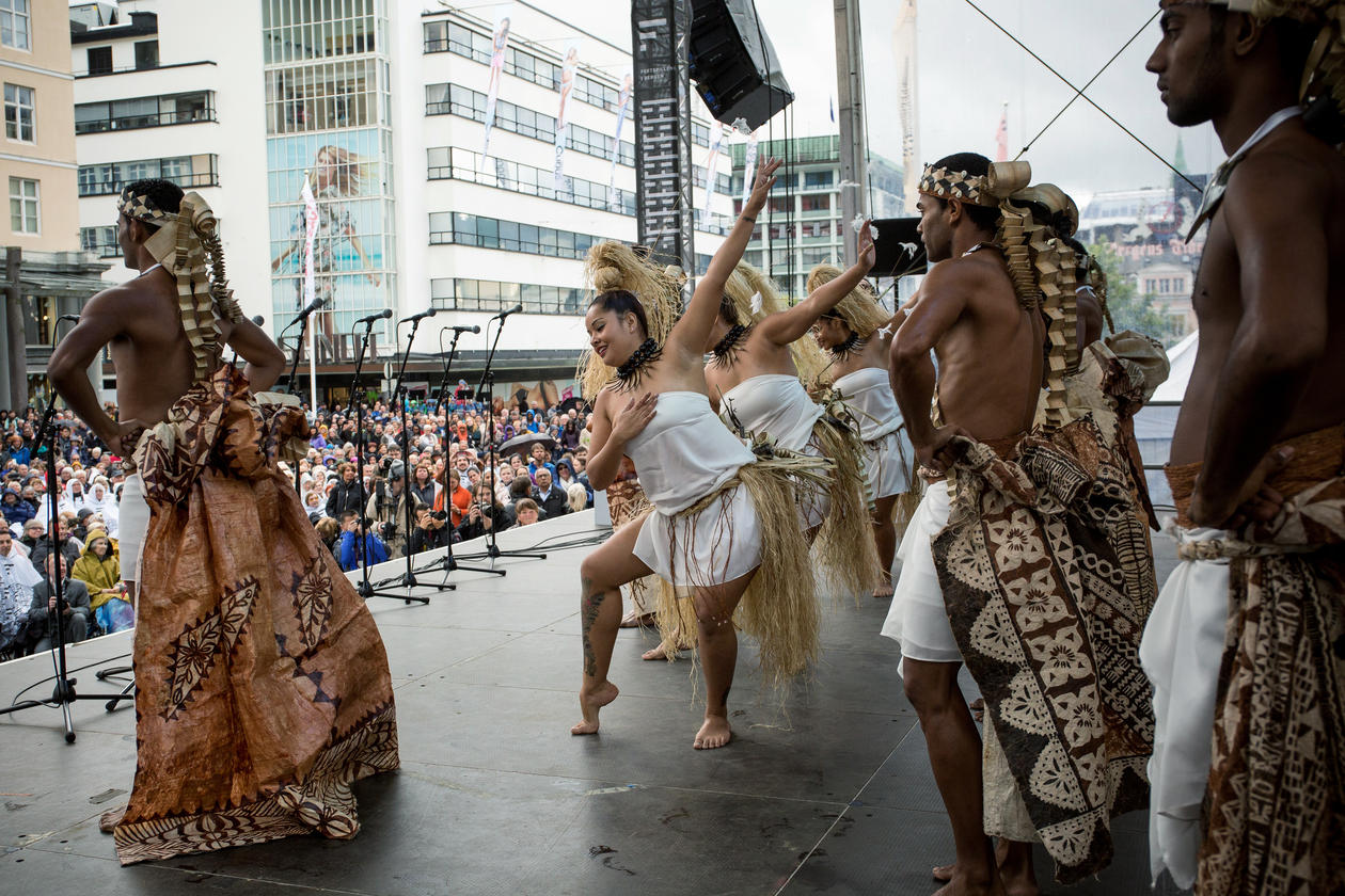 Perfomance of the Pacific legend Moana at the 2015 Bergen Festival, at an outdoor event.