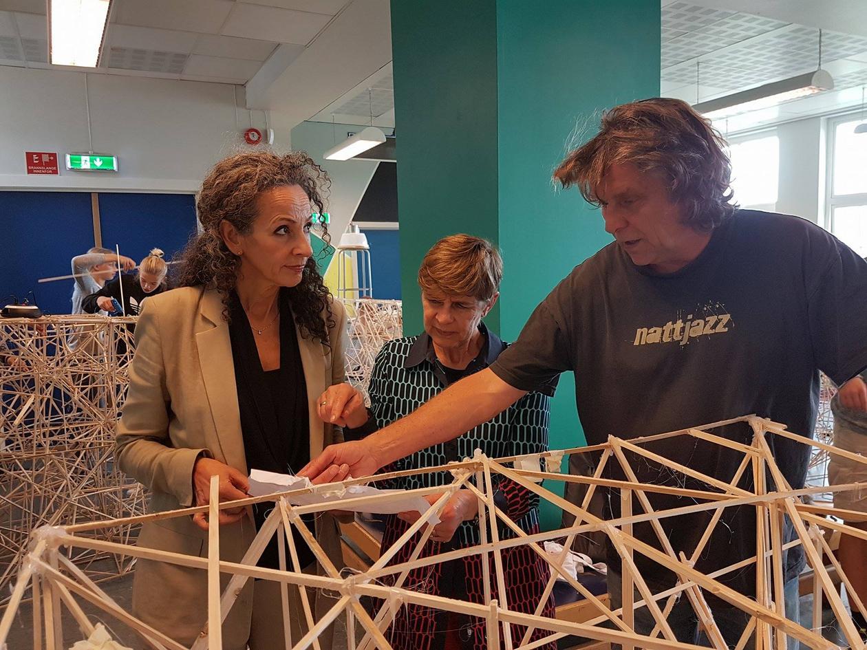Mona Larsen og Petter Bergerud ved Institutt for design