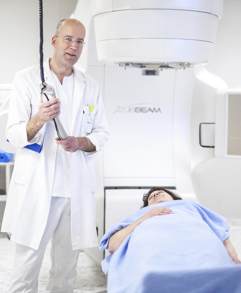Professor and doctor Oddbjørn Straume with patient.