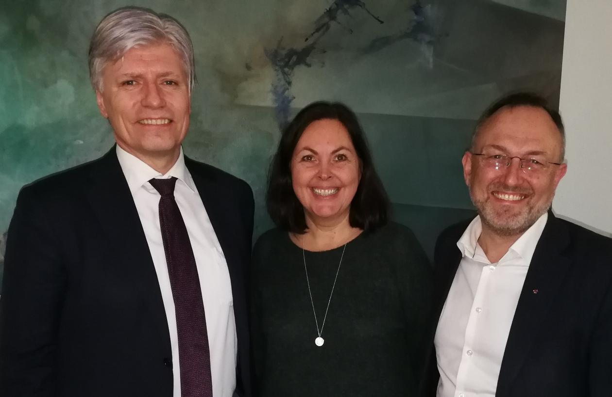 Ola Elvestuen - klima- og miljøminister, Kari Natland - prosjektleder for biosfæresatsingen og Jarle Skeidsvoll - ordfører på Osterøy og styreleder for MAB-styringsgruppen