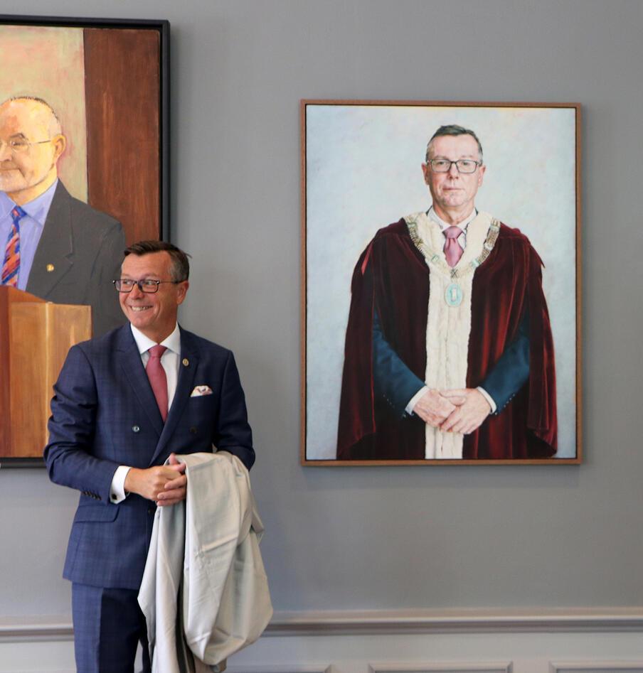 Dag Rune Olsen og hans portrett.