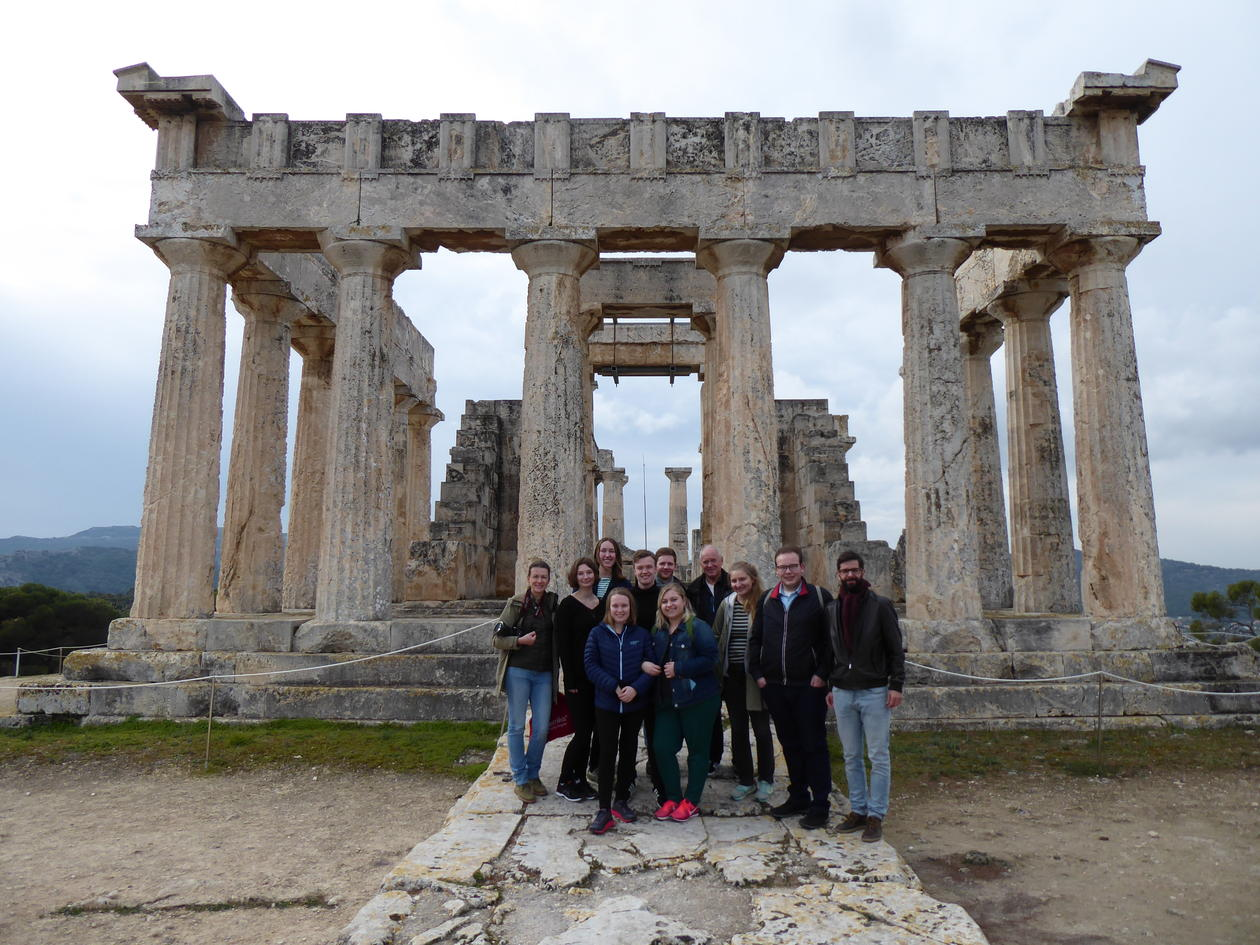 Students from 2019 ANT2222/2221 course on Aegina