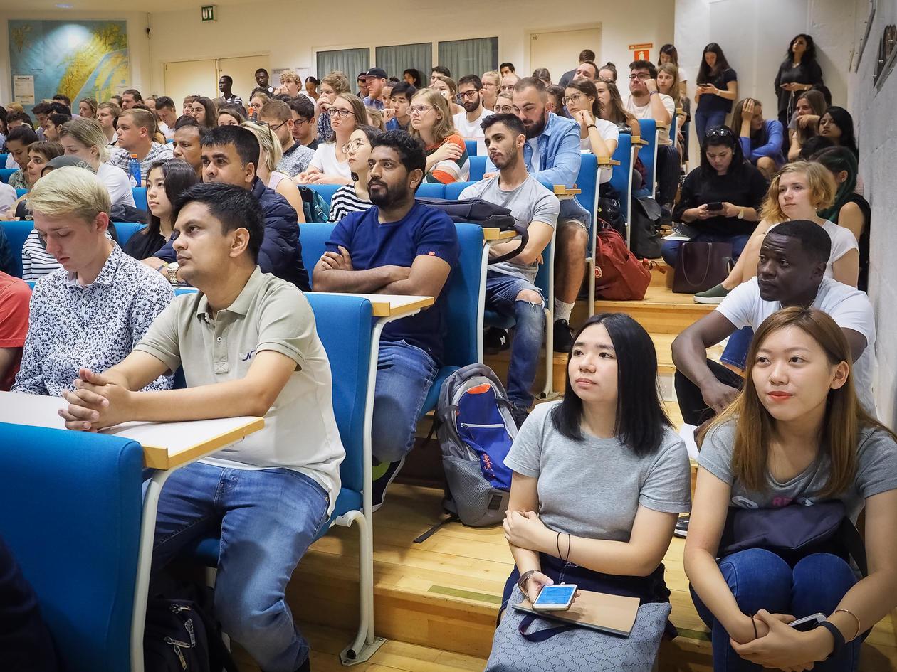 Nye internasjonale studentar på allmøte haust 2019