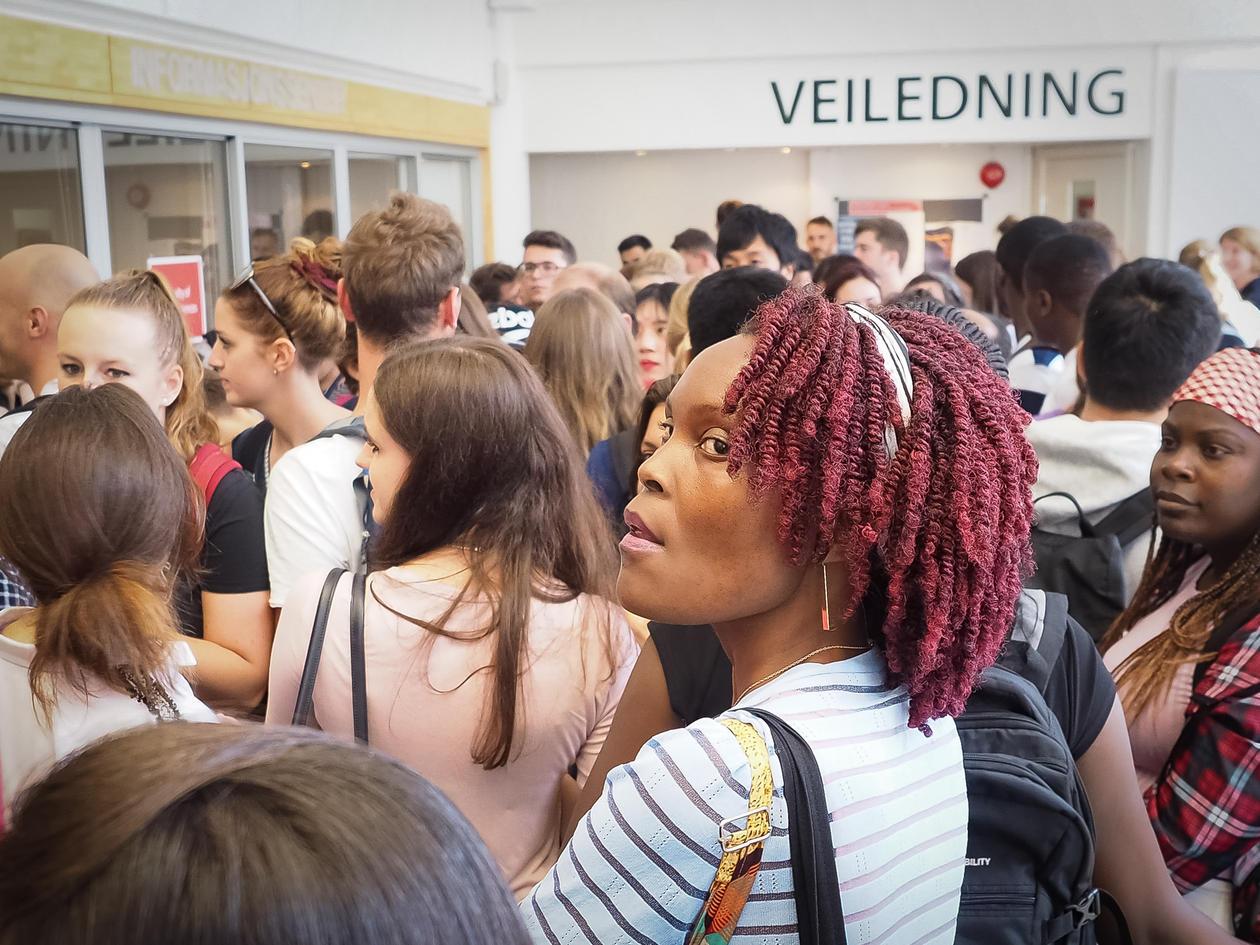 studentar får veiledning om studieval