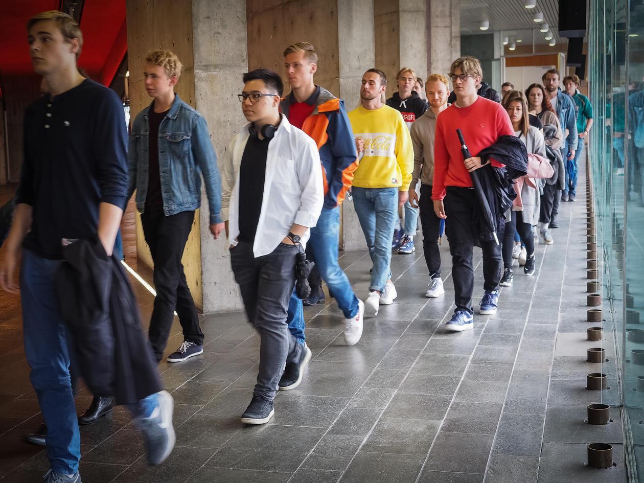 studentar i gangen i Grieghallen