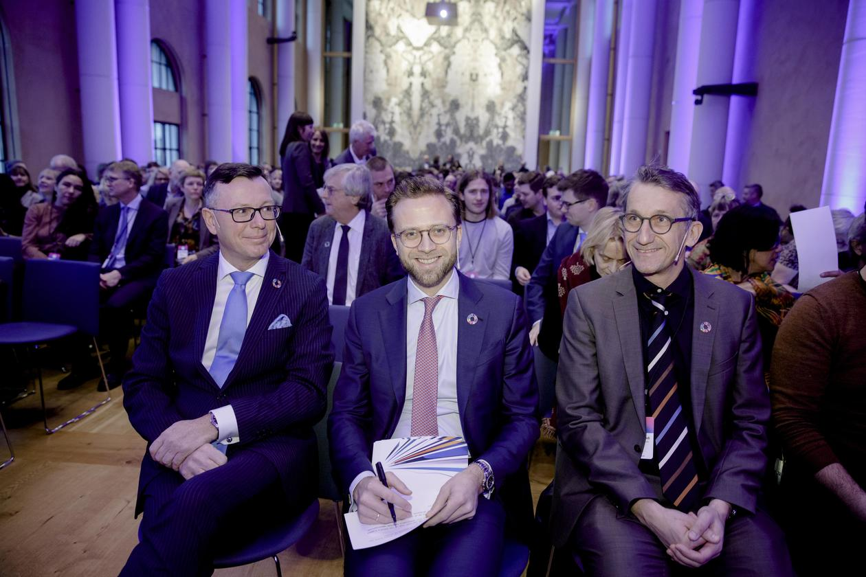 Left to right: Rector Dag Rune Olsen from the University of Bergen, Minister of Local Government and Modernisation Nikolai Astrup and Professor Peter Messerli from the University of Bern at the 2020 SDG Conference Bergen.