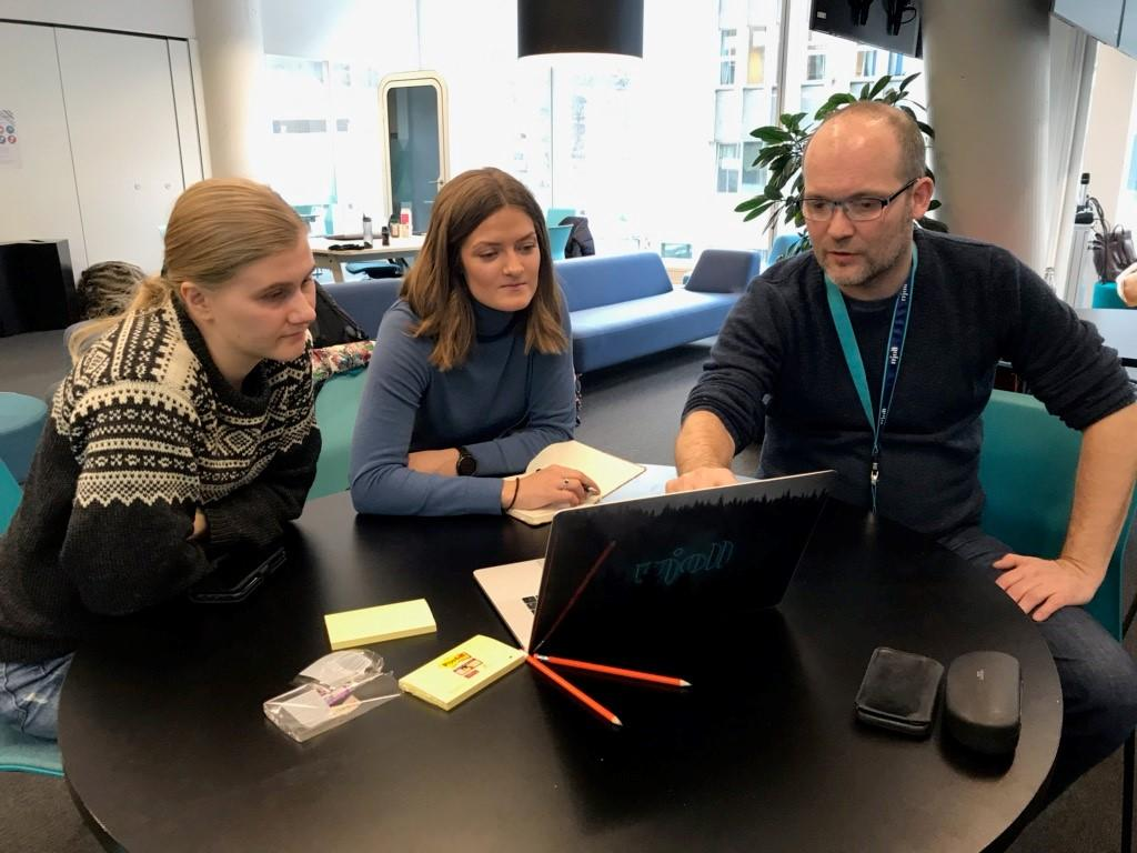Lisa Marie Solheim og Stine Olsen Helland, masterstudenter på MA i medie- og interaksjonsdesign Steinar Søreide, Chief Technology Officer, Mjoll