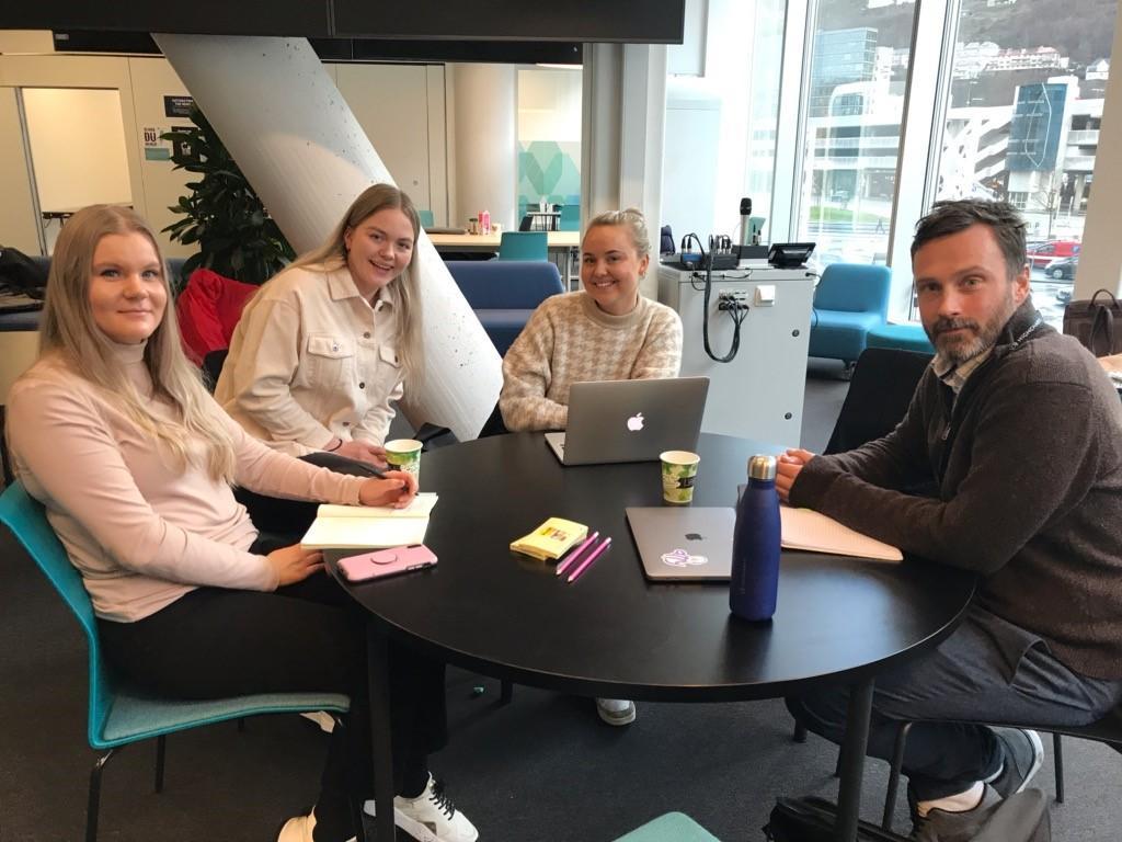 Katarina Kroken Ingvild Hagen og Kristin Mjelde, masterstudenter på MA i medie- og interaksjonsdesign Håvard Tveit, Chief Executive Officer, Everviz