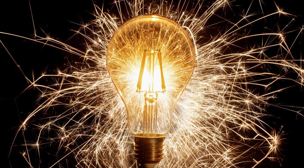 Bilde av lyspære som gnistrer