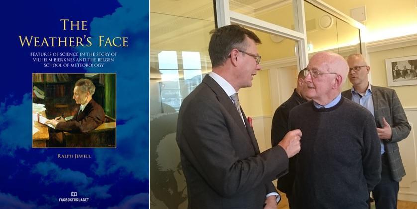 """Forsiden på boken """"The Weater's Face"""" ved siden av Ralph Jewell i samtale med rektor Dag Rune Olsen på lanseringsdagen"""