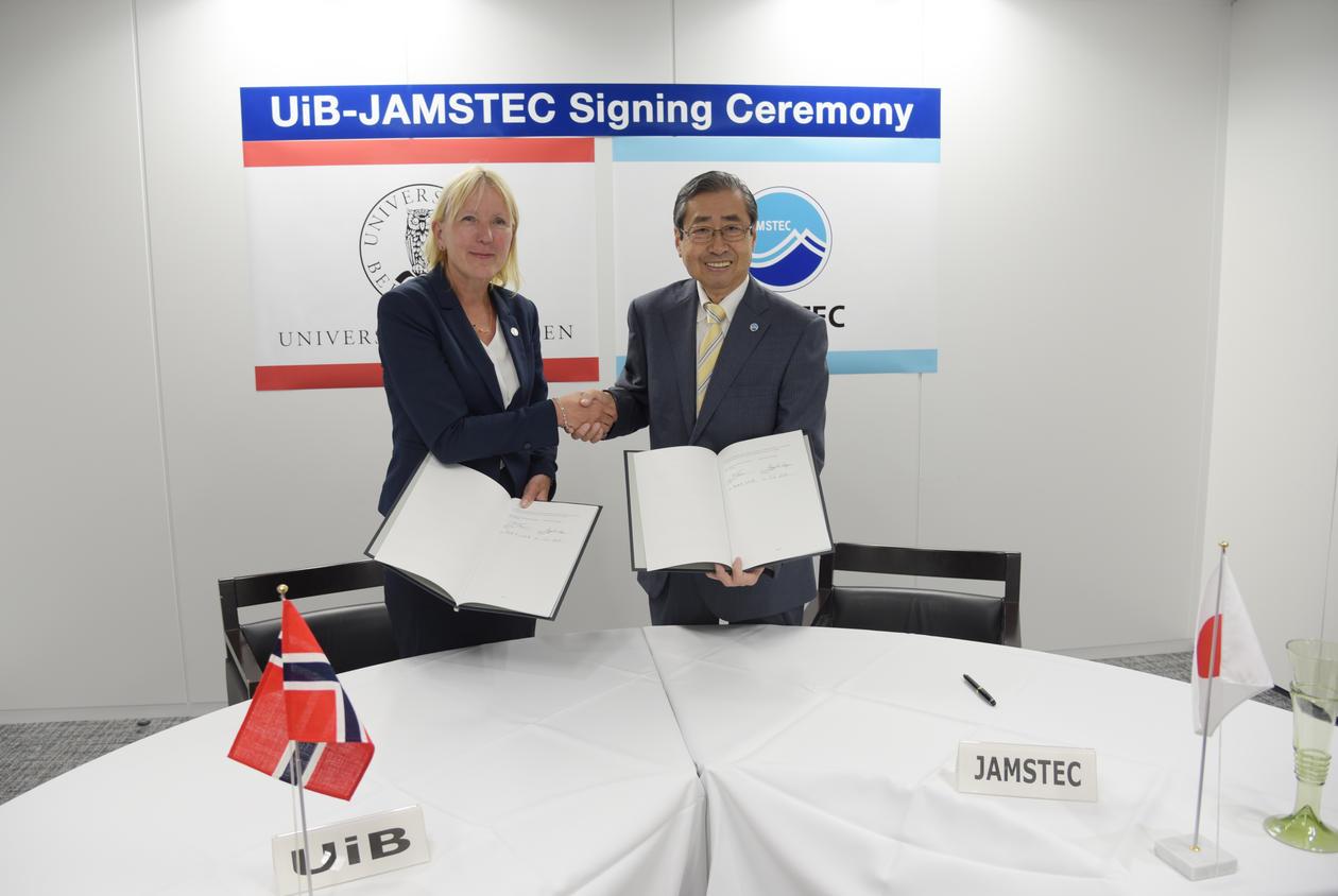 Margareth Hagen (UiB) og Asahiko Taira (JAMSTEC)