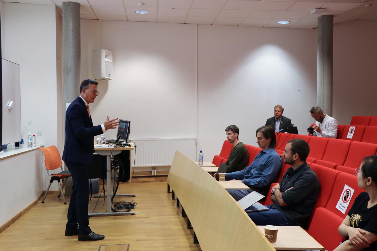UiB Rector Dag Rune Olsen welcomes PhD students to NorRen Summer School