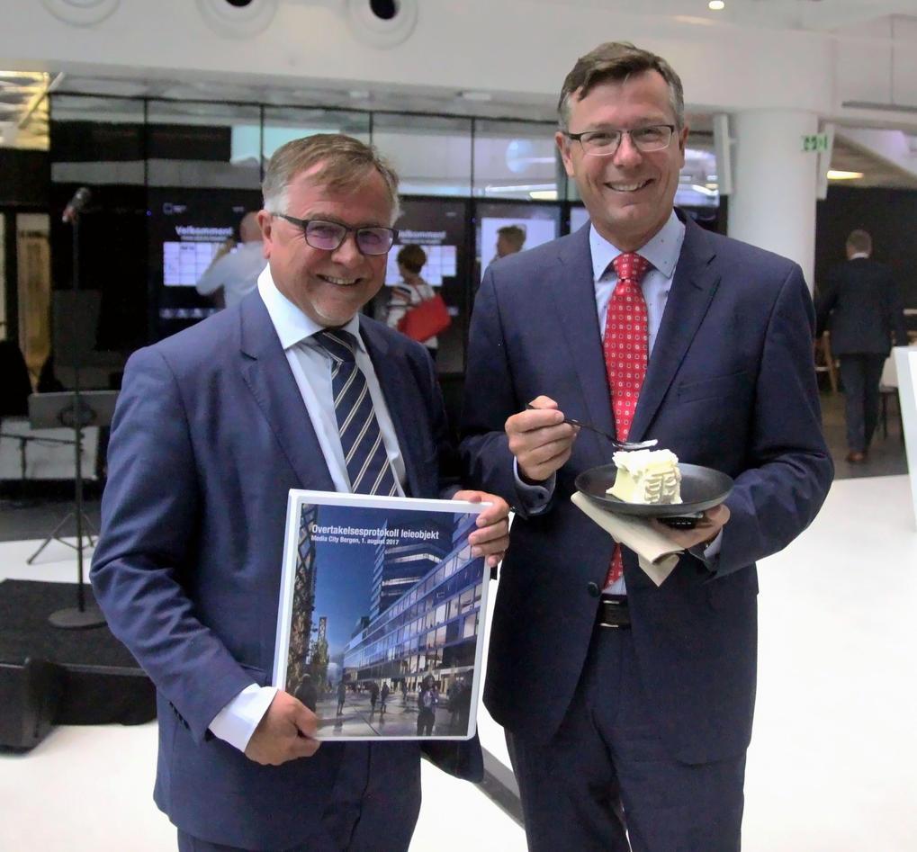 Universitetsdirektør Kjell Bernstrøm, og rektor Dag Rune Olsen.