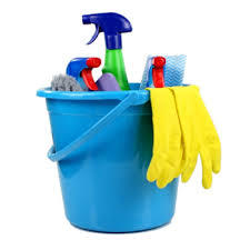 Vaskebøtte med renholdsartikler