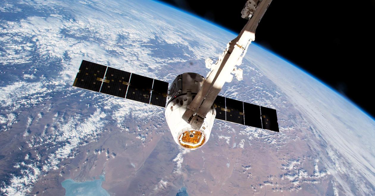 Dragon-modulen med UiB-teknologi koblet til ISS