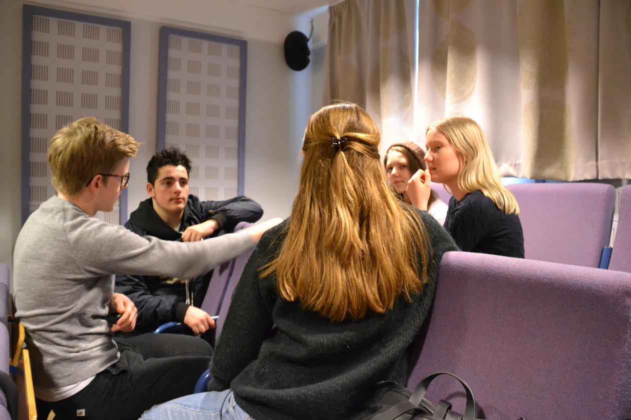 Elever ved Rothaugen skole debatterer