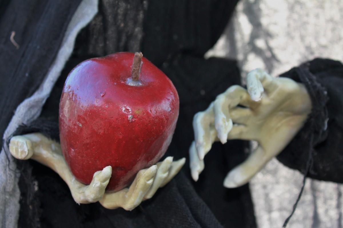 eple i hånd skummelt