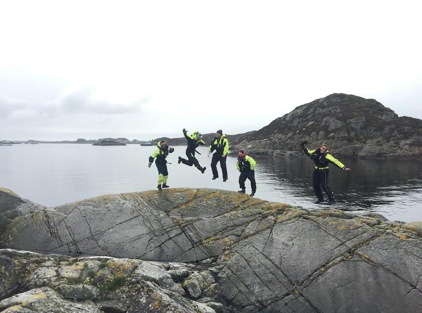 Geofag: Studenter på feltkurs i geokjemi, feltkurset går blant annet til Austevoll