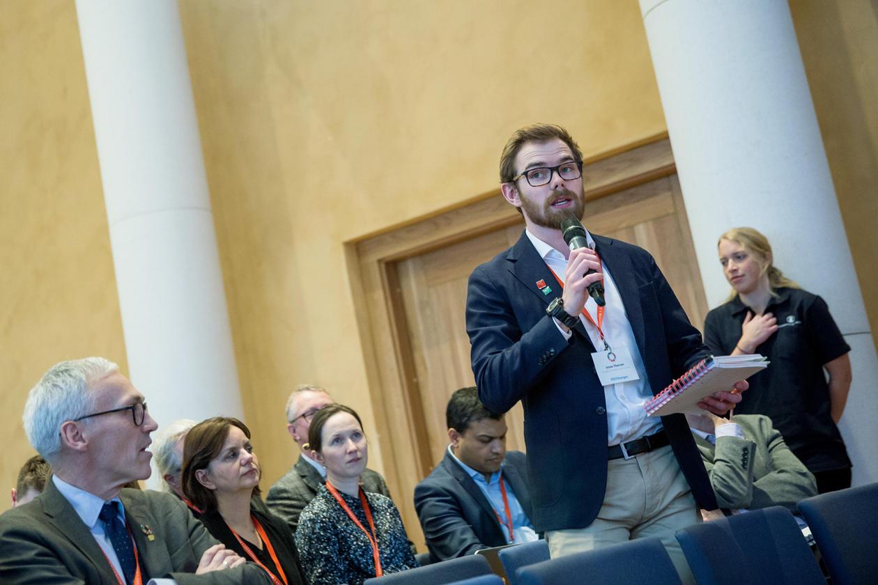Studentleiar Jonas Thorsen frå NMBU var blant studentgjestane i salen.