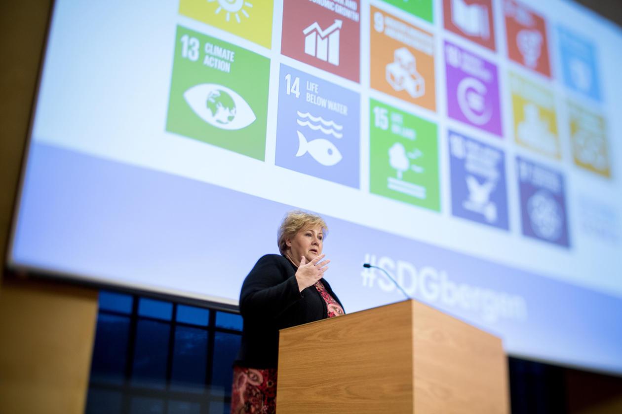 Statminister Erna Solberg framheva viktigheita av universitet og akademia i arbeidet med FN sine bærekraftsmål.
