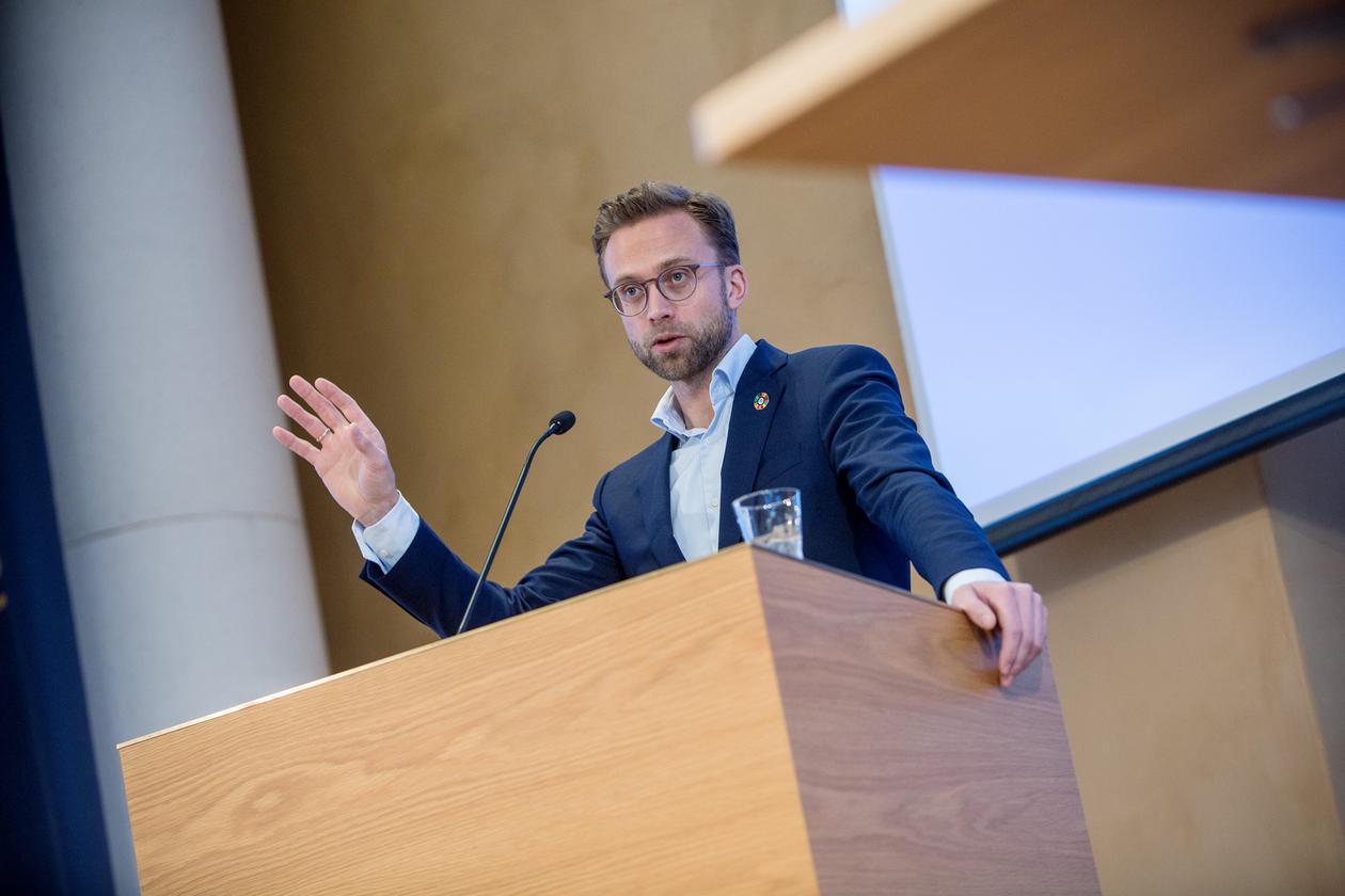 Utviklingsminister Nikolai Astrup var den tredje av statsrådane som haldt innlegg på Bærekraftskonferansen.