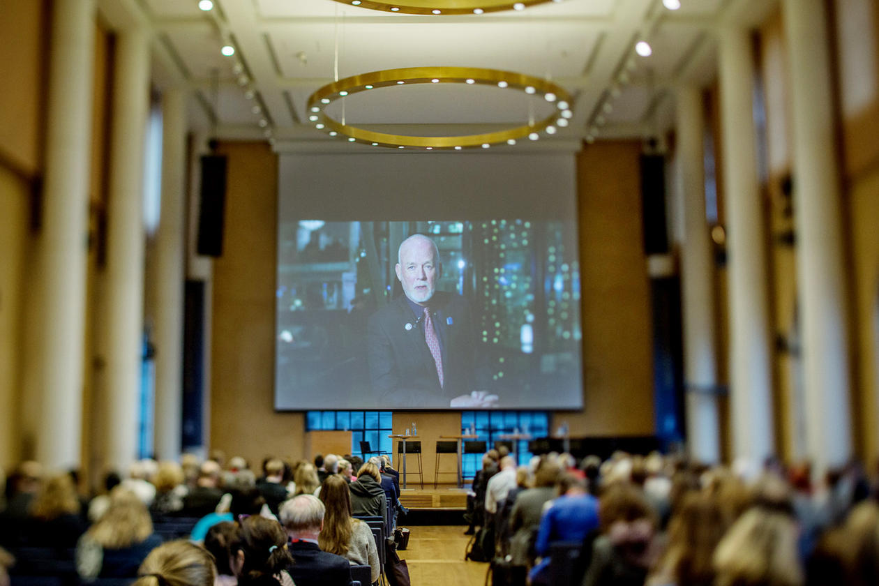Peter Thomson, FN sitt Special Envoy for the Ocean, deltok med ei videohelsing.