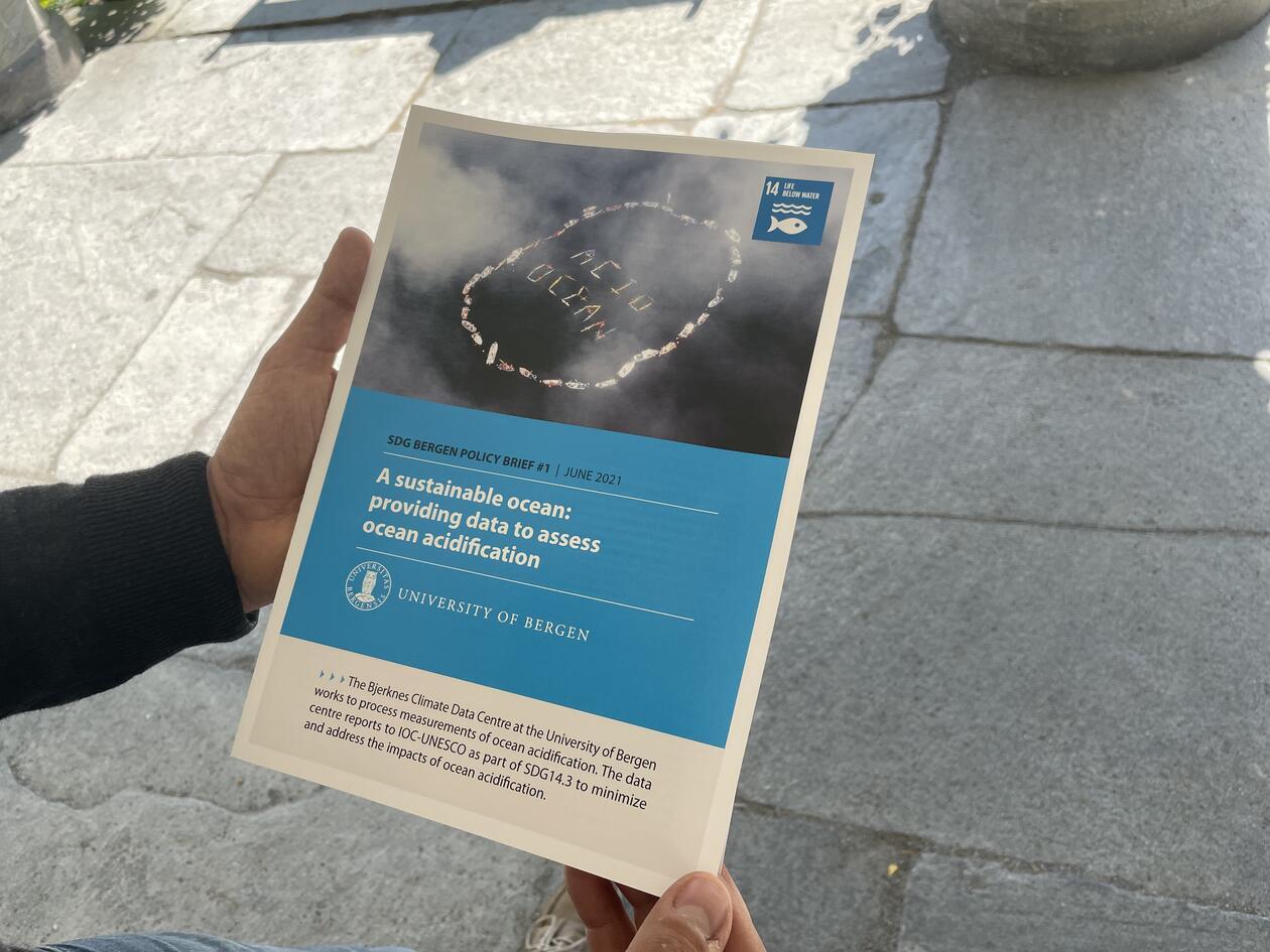First author Benjamin Pfeil holding SDG Bergen Policy Brief #1 in June 2021.