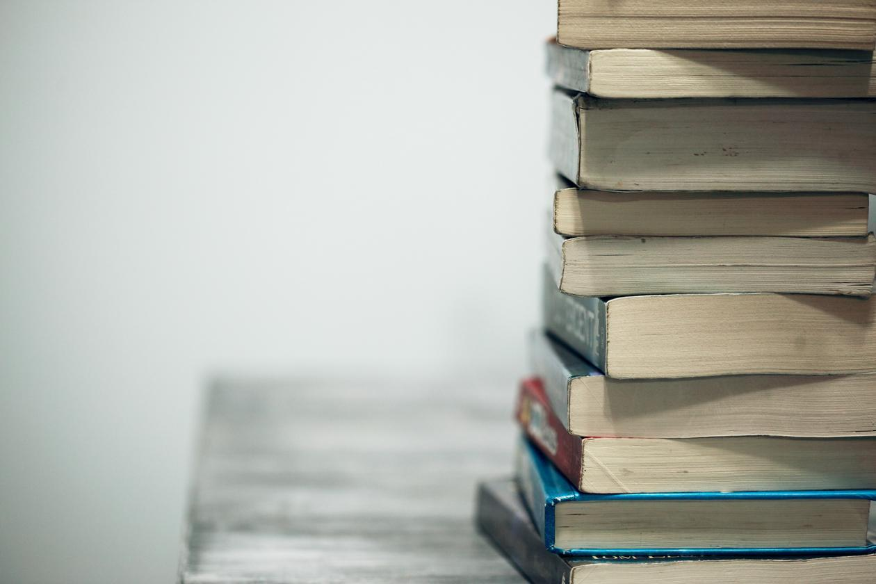 stabel av bøker