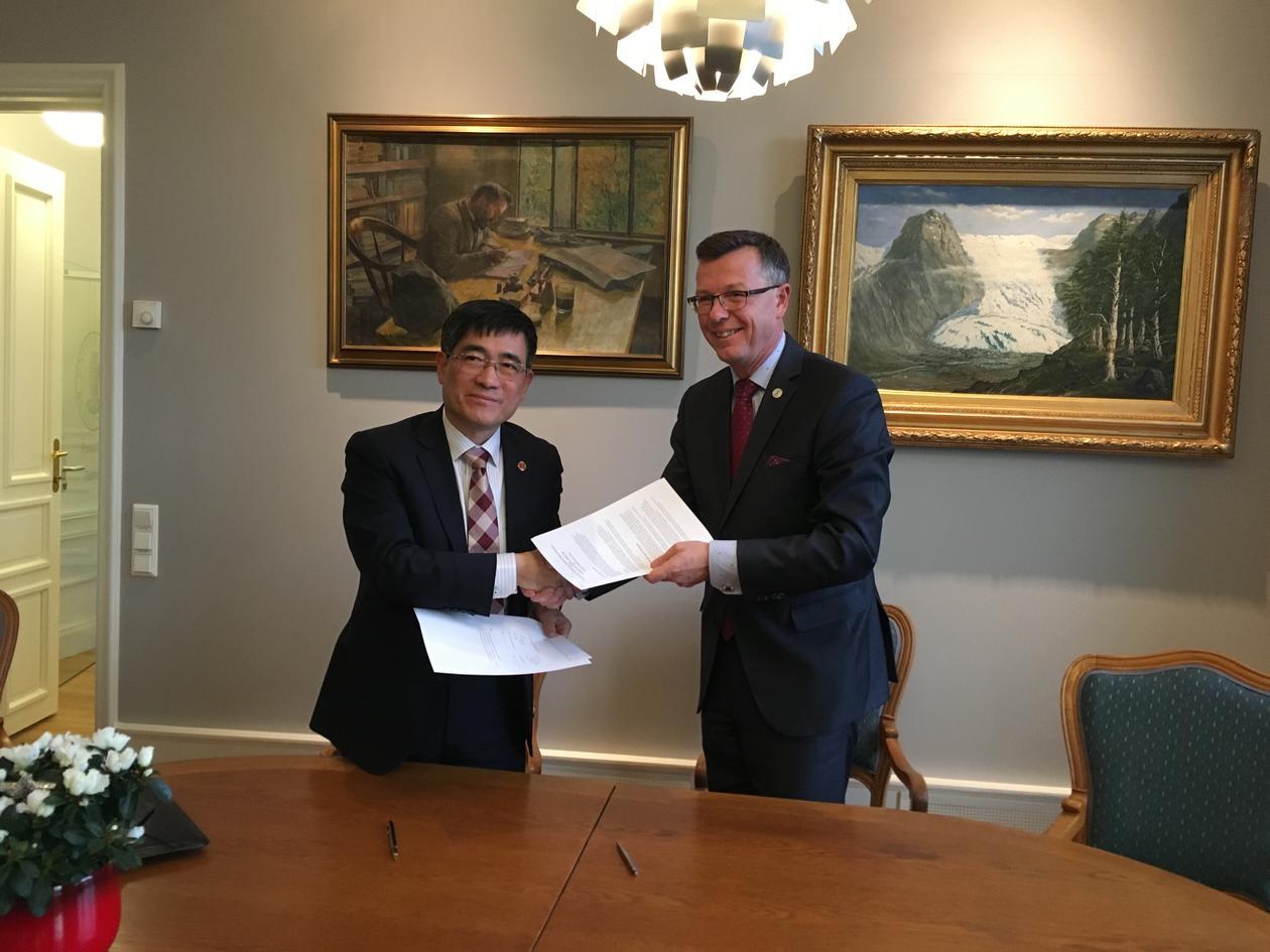 Signering av studentutvekslingsavtale