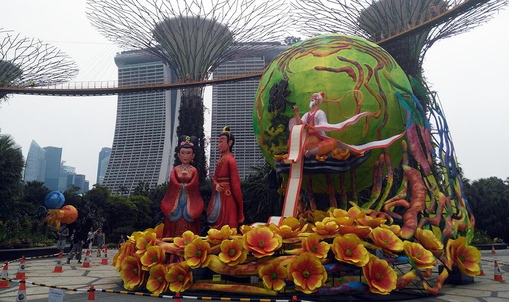 Ritual figures and futuristisc park, Singapore