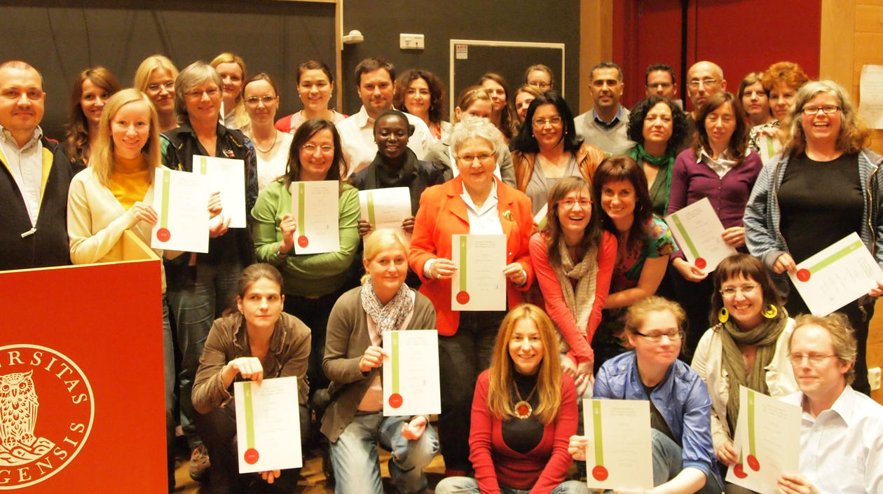 Participants SMW-11 in Egget, having received their diplomas.