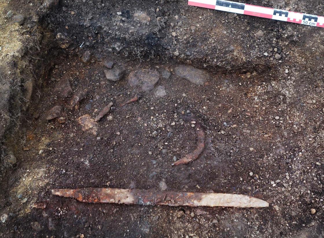 Funnene i mannsgraven in situ
