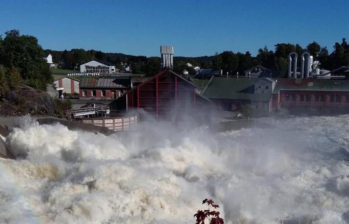 Store vannmasser i Nidelva passerer Rygene i Aust-Agder i forrige uke.