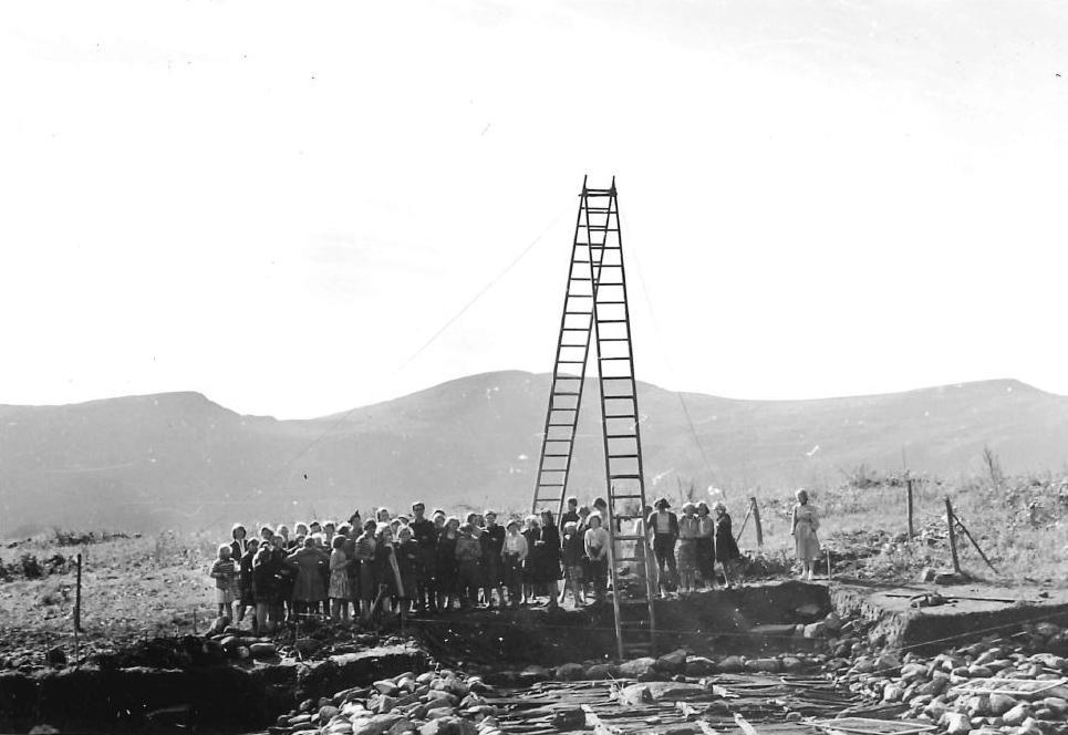 Skolebesøk på feltet 1954
