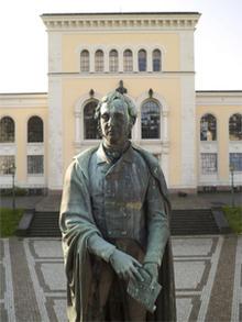 Statue av Wilhelm Frimann Koren Christie