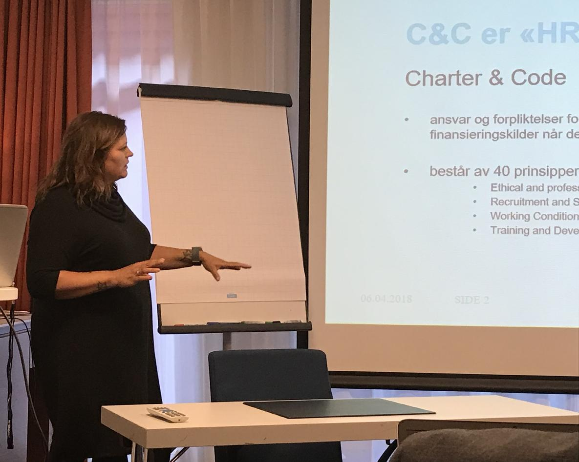 Sonja Dyrkorn holder presentasjon om Charter and Code