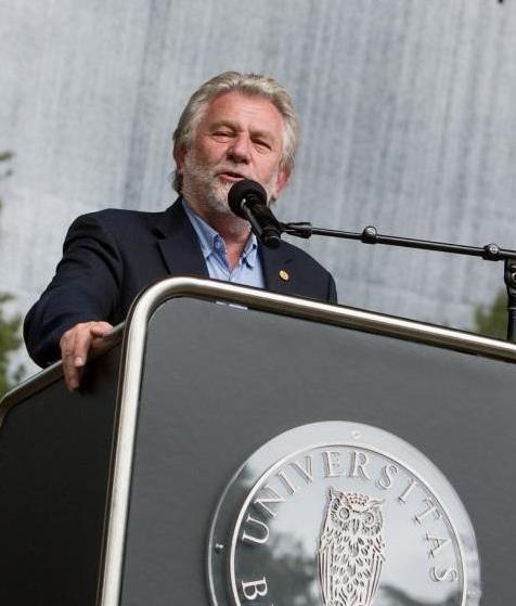 Hans-Wilhelm Steinfeld ble utnevnt til æresalumn ved Universitetet i Bergen i 2015. I august 2014 talte han til UiBs studenter og ansatte ved semesterstart.