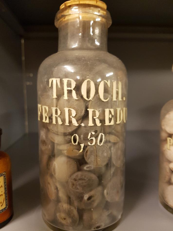 """Fortidens jern""""tabletter"""" (""""trokisker"""") - sjokolade med et passende jernsalt."""