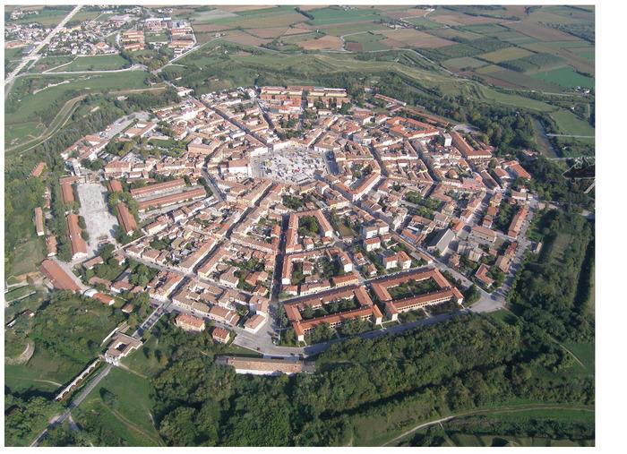 Flyfoto av by